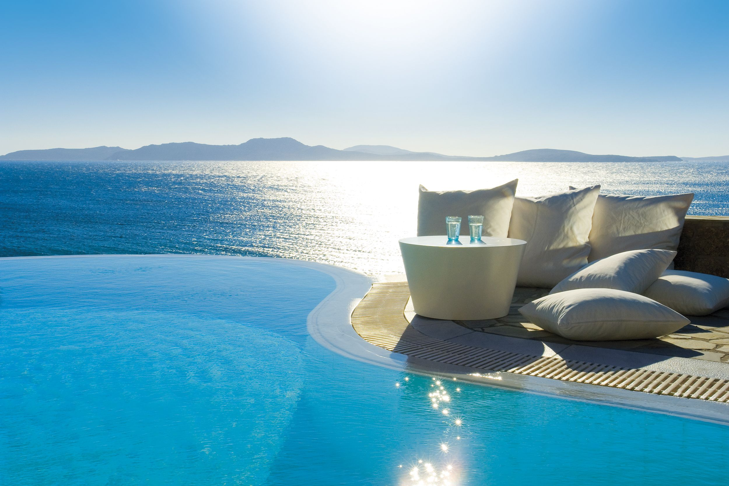 Don t disturb this groove san giorgio hotel mykonos for Luxury beach hotels