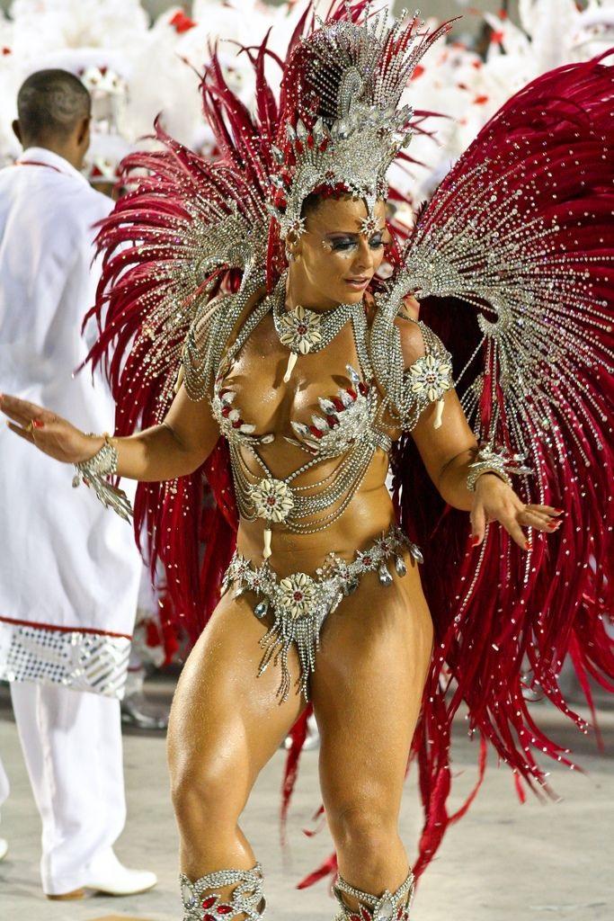 Бразильский карнавал голые сиськи
